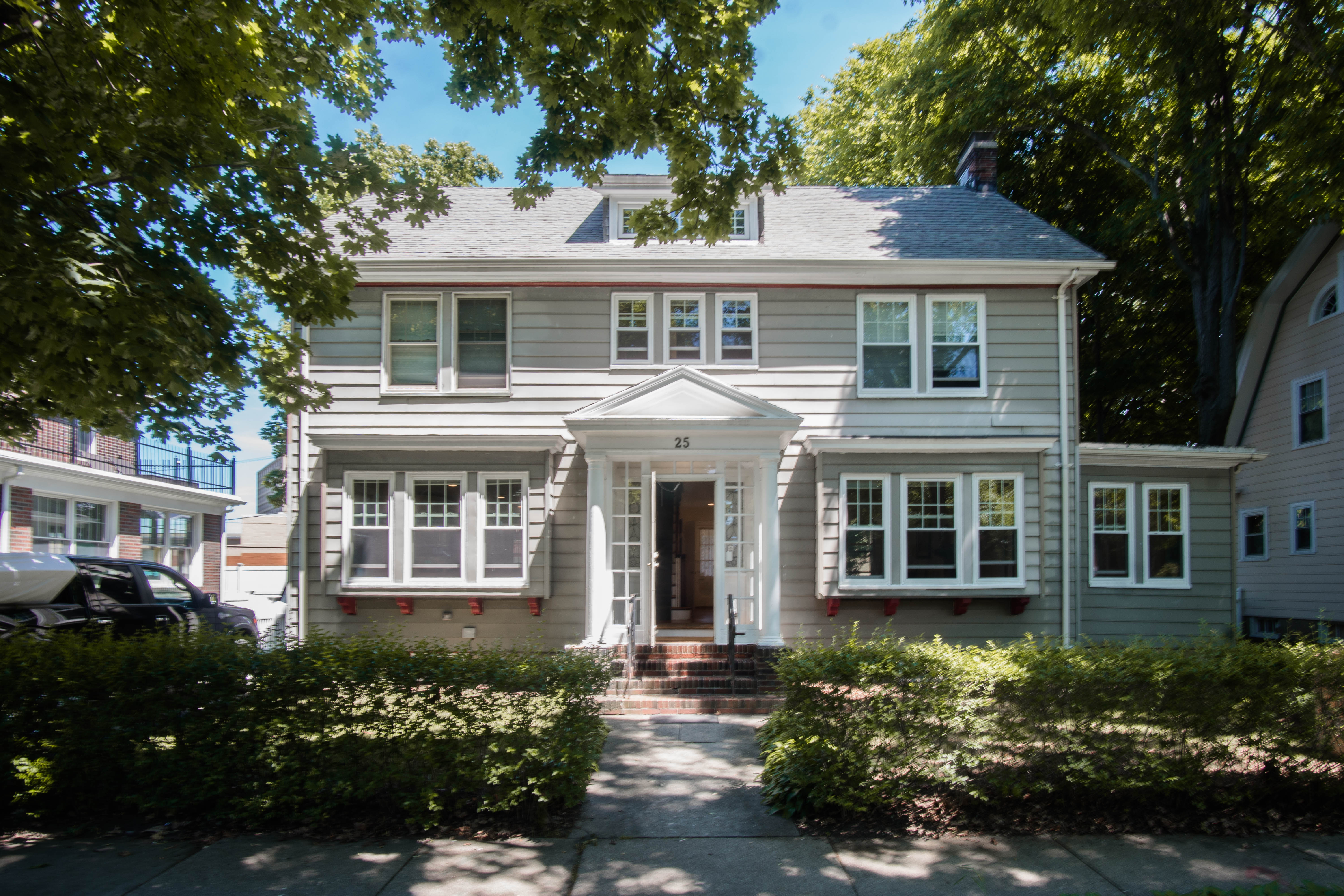 Six-Bedroom Single Family House in the Heart of Coolidge Corner on the Market for $9,500/month