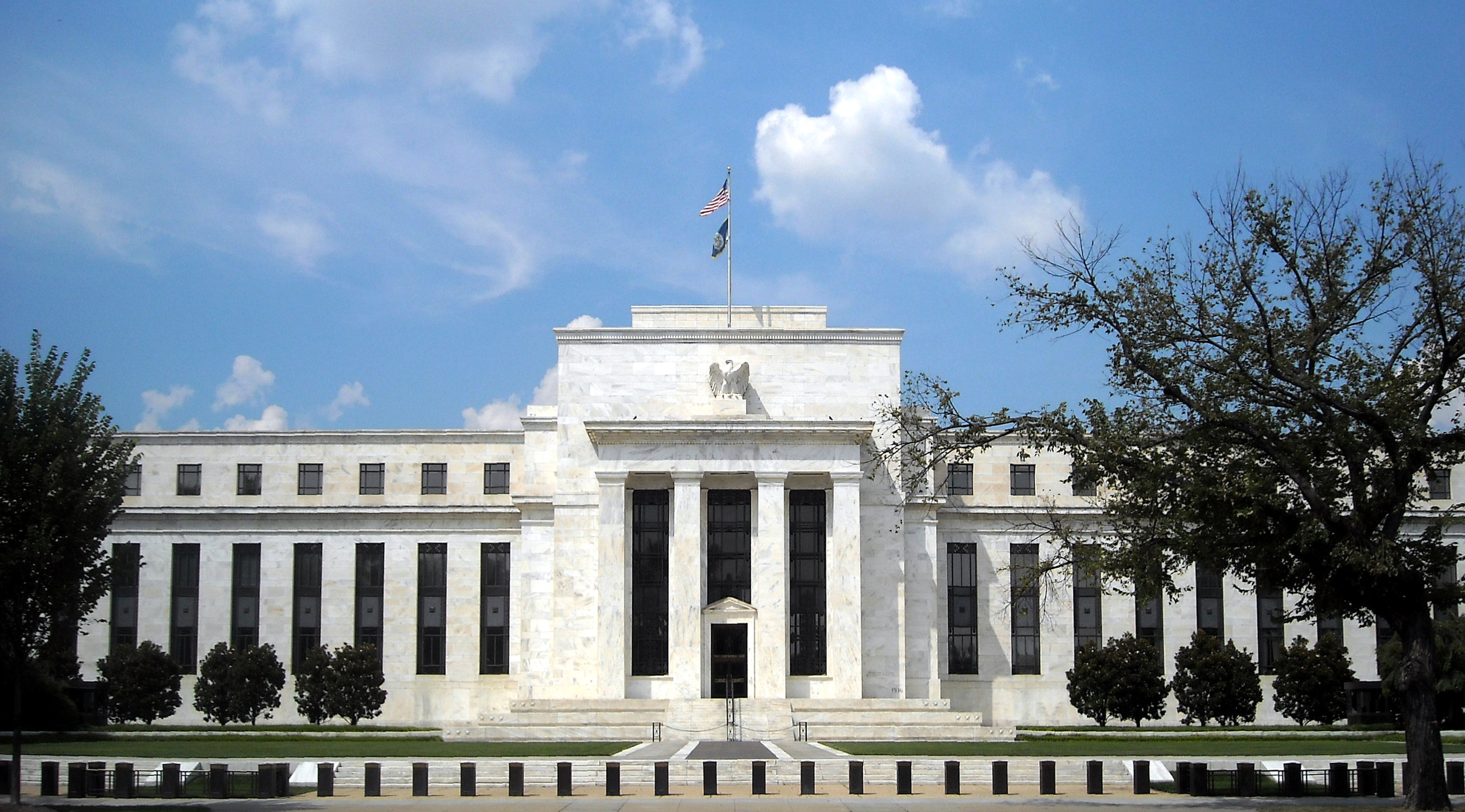 Fed Leaves Interest Rates Unchanged - Signals No Increases for 2019