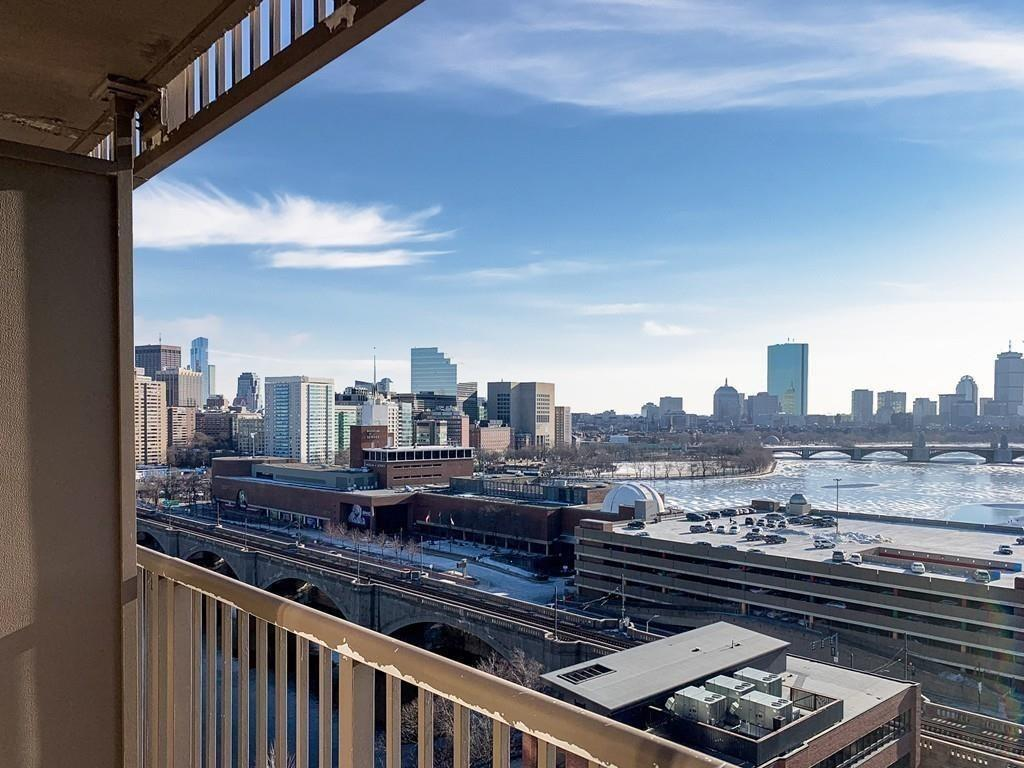 For Lease: Take in Remarkable Skyline Views from this Cambridge One-Bedroom Home